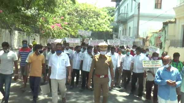 Puducherry Fishermen protest against Governor Kiran Bedi