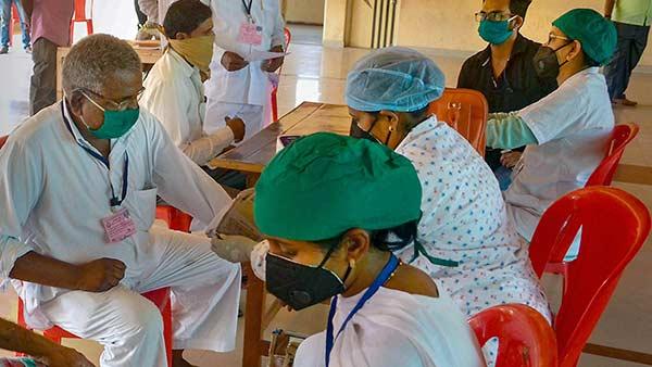 60 வயதுக்கு மேற்பட்ட கொரோனா பாதித்த முதியோருக்கு வீட்டில் தனிமைப்படுத்துதல் கிடையாது- புது விதிமுறை