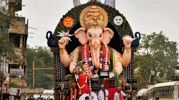 விநாயகர் சதுர்த்திக்கு பிரம்மாண்ட சிலைகள் ஆர்டர் வரலையே - கவலையில் சிலை உற்பத்தியாளர்கள்