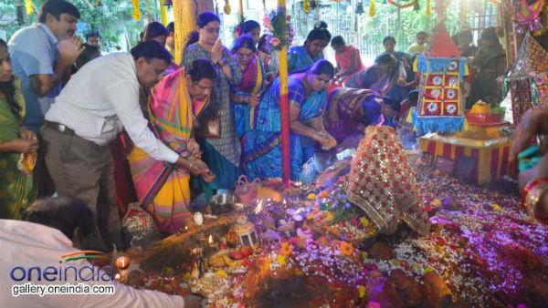 இன்று நாக சதுர்த்தி : உங்களுக்கு நாக தோஷம் இருக்கா மறக்காம புற்றுக்கு பால் ஊற்றி வணங்குங்க