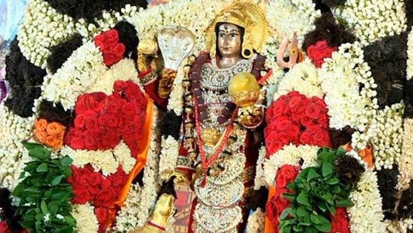 காரைக்கால் மாங்கனி திருவிழா 2020: கோவிலுக்குள் வலம் வந்த பிச்சாண்டவரை வழிபட்ட பக்தர்கள்