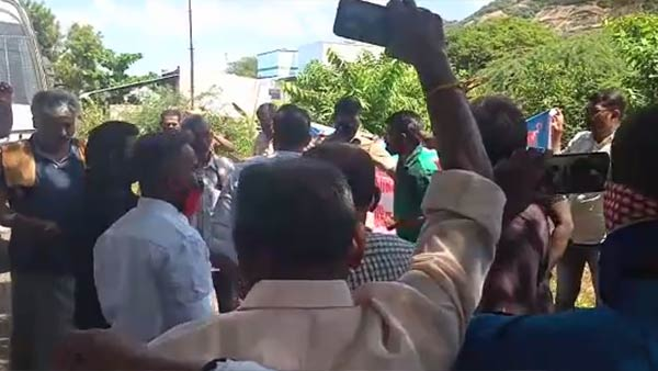 Village people protest to protect for Parambu Hills