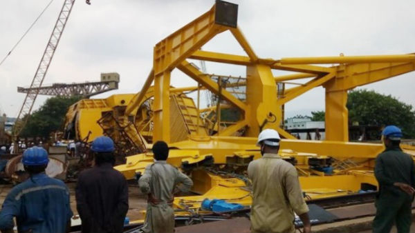 Crane collapses at Hindustan Shipyard Limited in Visakhapatnam 10 dead