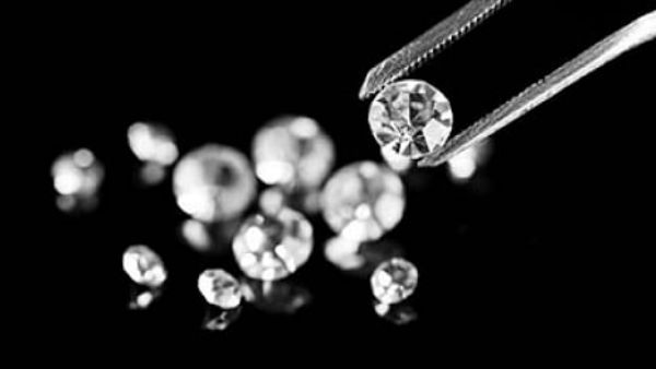 Labourers in Madhya Pradesh turns a millionaire after finding 3 diamonds