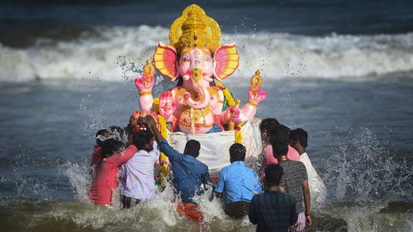 Ganesha Chaturthi procession is not allowed .... Celebrate at home - TN Government strict Order