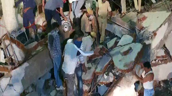 Gujarat: 3 persons died in building collapsed in Bawamanpura in Vadodara