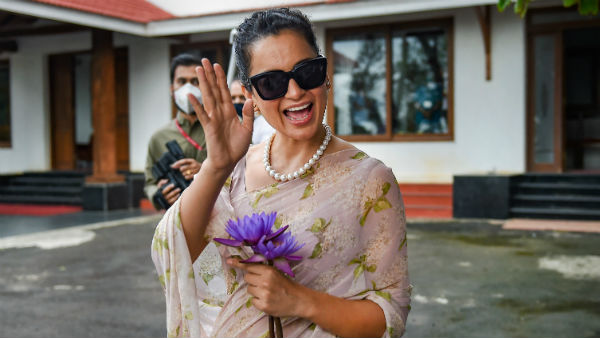 போராடும் விவசாயிகள் தீவிரவாதிகள்... கங்கனா ரானாவத் ட்வீட்டால் பரபரப்பு!!