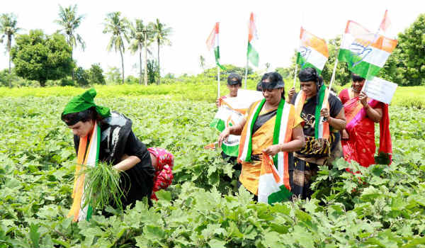 Tamil Nadu Mahila Congress follow North Indian style Protest