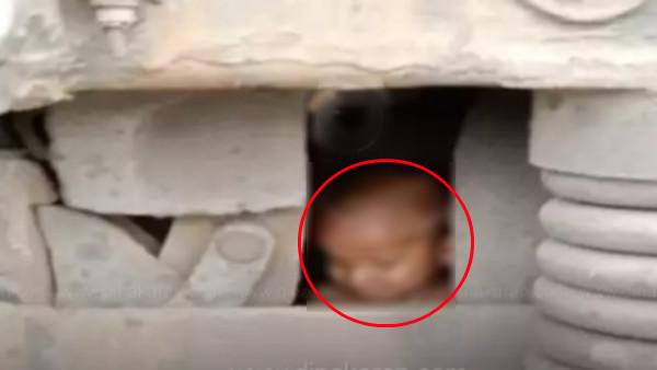 கிரேட் எஸ்கேப்.. 2 வயது குழந்தை மீது ஏறிய ரயில்.. ஒரு சின்ன காயம் கூட இன்றி உயிர் தப்பிய அதிசயம்