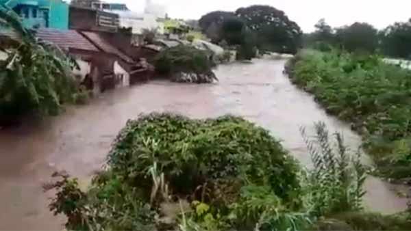 நிவர் புயலால் நிலைகுலைந்த மாவட்டங்கள்.. 10 லட்சம் பேர் பாதிப்பு