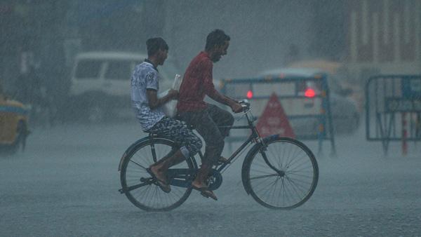 மக்களே கவனம்.. அடுத்த 3 மணி நேரத்தில் சென்னை உள்பட 10 மாவட்டங்களில் கனமழை.. வானிலை மையம்