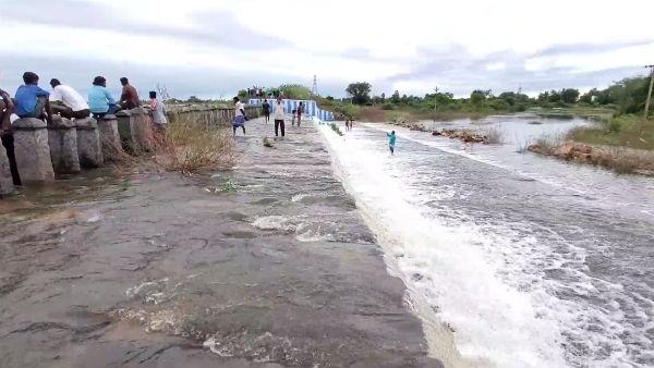 வேகமாக நிரம்பும் காஞ்சிபுரம் மாவட்டத்தின் மிகப்பெரிய ஏரியான தென்னேரி.. 30 கிராமங்களுக்கு அலார்ட்