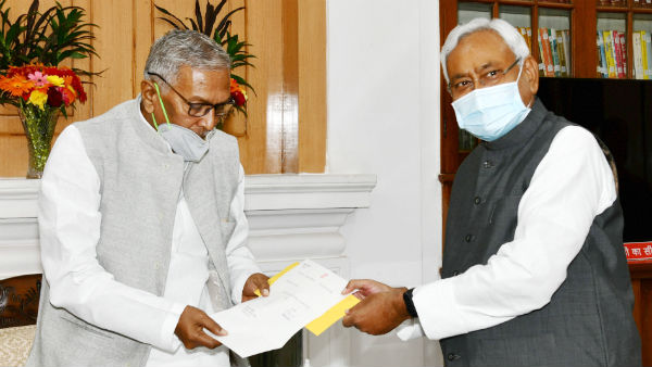 Nitish Kumar stakes claim to form the Govt in Bihar