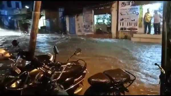 heavy rains lashed the roads In Virudhunagar