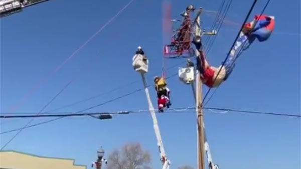 In California firefighters rescued a paragliding 'Santa' who stuck in electric pole