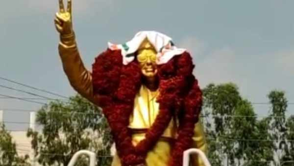 Congress towel on MGR statue in Trichy