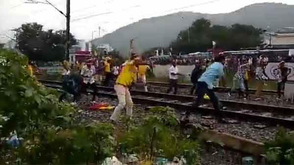 20% Reservation Protest: PMK Cadres pelt stones at Trains