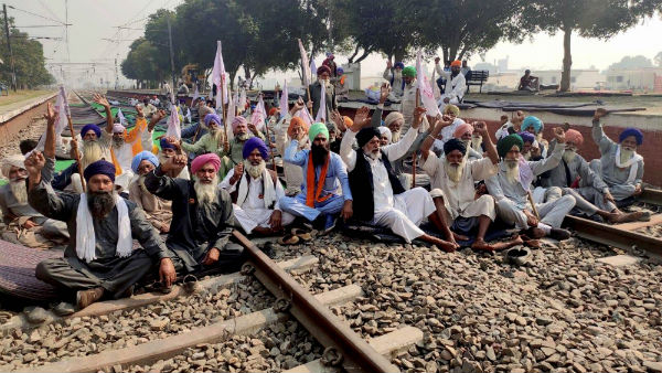 Farmers protest: Many trains have been canceled by the Northern Railway