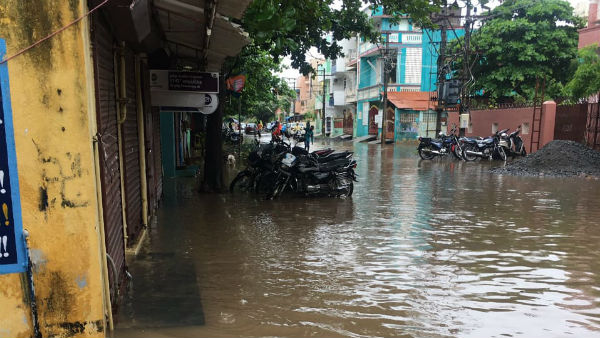 Heavy rain in trichy,water to stagnate on roads