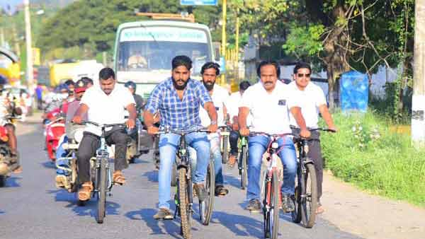 TN MLA went on a bicycle to participate in the Republic Day celebrations
