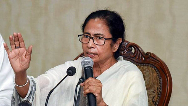 Mamata Banerjee says PM Modi should either withdraw the farm law or step down