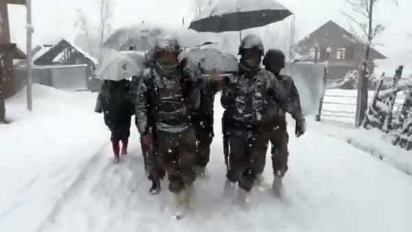 Army jawans carry woman with newborn child 6 km amid heavy snowfall