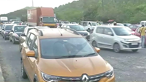 People returning to Chennai after Pongal festival: Heavy traffic congestion at tolls