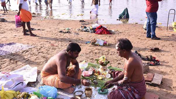 Today Thai Amavasai : Lakhs devotees take holy dip in sea and rivers across TN