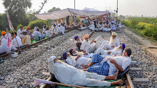 Farmers stage rail roko protest across the country today for 4 hours