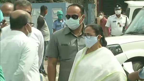 West Bengal minister Jakir Hossain injured in bomb attack