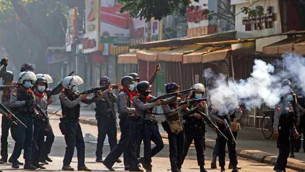 மியான்மரில் களேபரத்தில் முடிந்த மக்கள் போராட்டம்.. ராணுவம் துப்பாக்கிச்சூடு... 18 உயிரிழப்பு