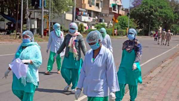 மகாராஷ்டிராவில் ஒரே நாளில் 6 ஆயிரம் பேருக்கு கொரோனா.. 3 மாவட்டங்களில் கடுமையான லாக்டவுன் அமல்