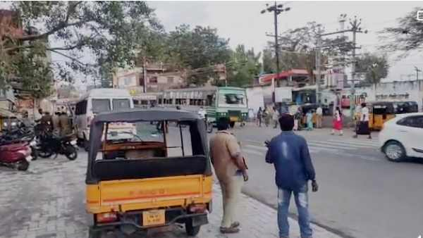 Vehicle owners fight with Petrol bunk employees as their vehicles stops in midway