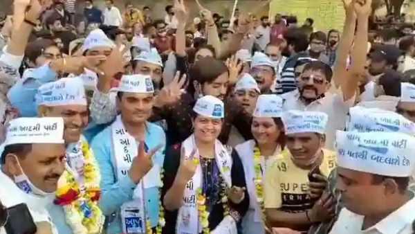 குஜராத் தேர்தல்: பாஜகவின் சூரத் கோட்டையில் எதிர்க்கட்சியானது ஆம் ஆத்மி!