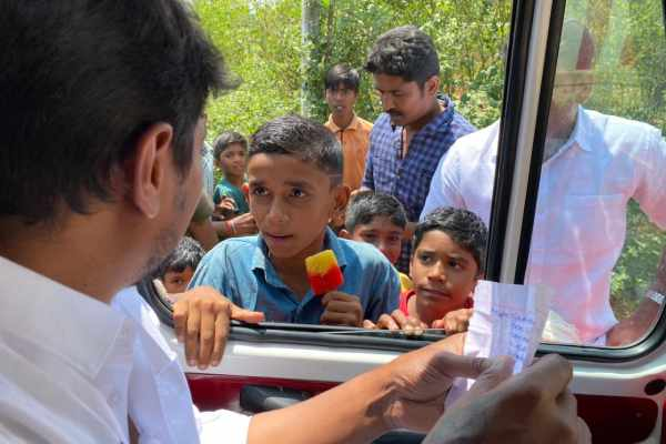 A boy petitioned Udayanidhi Stalin while eating stick ice