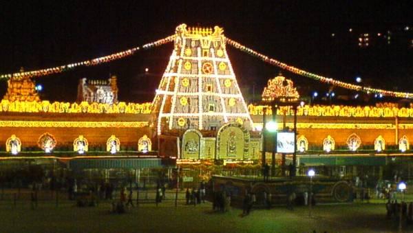 தீவிரமாகப் பரவும் கொரோனா திருப்பதியில் ஆன்லைன் முன்பதிவு டிக்கெட் பாதியாக குறைப்பு