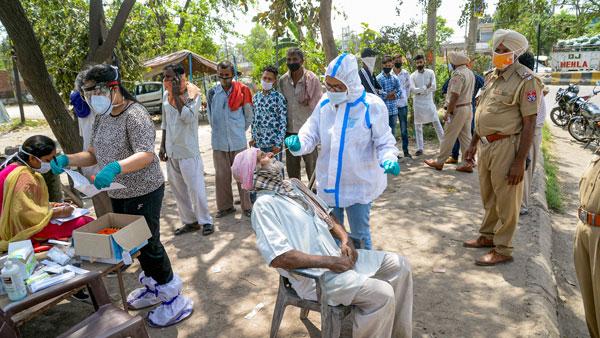 இந்தியாவில் கொத்து கொத்தாக பரவும் கொரோனா 2,00,739 ஒரே நாளில் பாதிப்பு - 1,038 பேர் மரணம்
