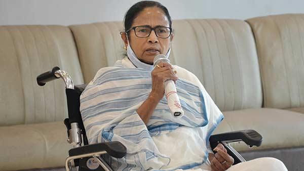 கை கூப்பி கேட்கிறேன்...  3 கட்ட தேர்தல்களை ஒரே நாளில் நடத்துங்கள் - மமதா மீண்டும் கோரிக்கை