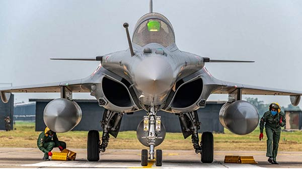 Rafale Deal: Dassault paid half euro to Indian middleman as a gift says French Report