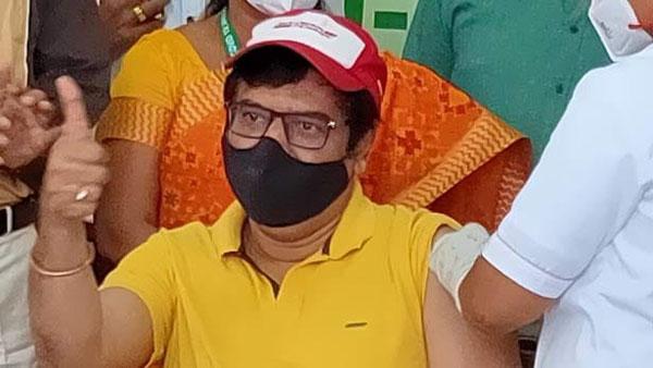 கொரோனா தடுப்பூசி செலுத்தினாலும் விதிமுறைகளை கட்டாயம் கடைபிடிங்க - நடிகர்  விவேக் | Make sure that after you get the corona vaccine the rules must be  followed - Actor Vivek - Tamil ...