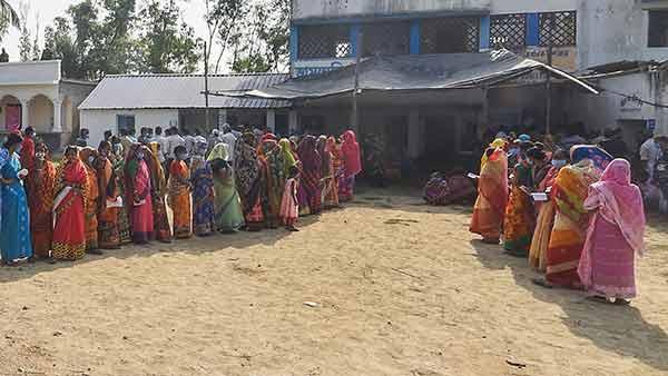 மேற்கு வங்காள சட்டசபைத் தேர்தல்: காலை முதலே விறுவிறுப்பு - 54.67% வாக்குகள் பதிவு