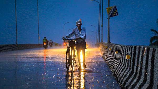 தேனி, திண்டுக்கல், மதுரை, விருதுநகரில் இடி மின்னலுடன் மழை அடி வெளுக்கும்.. 5 நாட்களுக்கு மழை இருக்கு