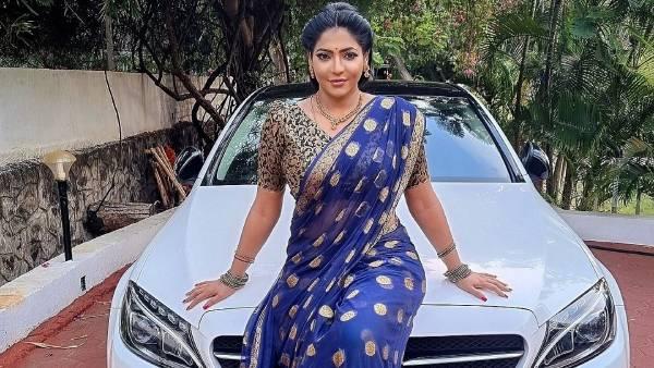 காரு மேல யாரு.. ரேஷ்மா தாறுமாறு.. சுட்ரப் போகுது.. ஓடி வந்த ரசிகர்கள்!