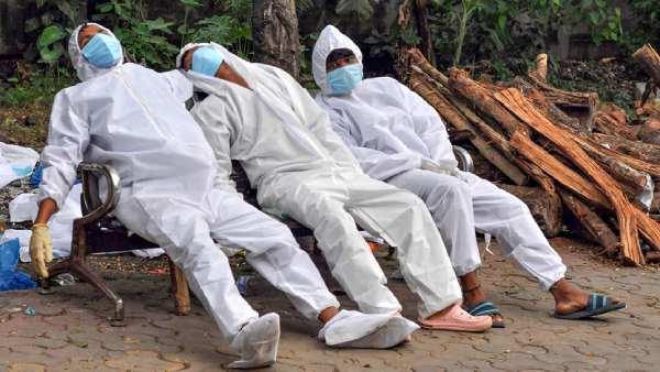 இந்தியாவில் 4 லட்சத்தை எட்டப்போகும் கொரோனா மரணங்கள் - இன்று புதிதாக 1,005 பேர் பலி