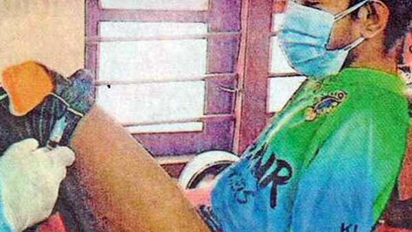 2 கைகளையும் இழந்த 21 வயது இளைஞர்.. காலில் தடுப்பூசி செலுத்திய நர்ஸ்கள்.. கேரளாவில்..!