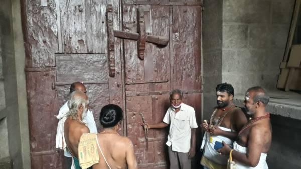 நெல்லையப்பர் கோவிலில் 17 ஆண்டுகளுக்குப் பின் 4 வாசல்களும் திறப்பு - பக்தர்கள் மகிழ்ச்சி