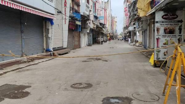 மீண்டும் உயரும் கொரோனா கேஸ்கள்.. சென்னையில் அதிகரிக்கும் கட்டுப்பாடுகள்.. வெறிச்சோடிய தியாகராய நகர்