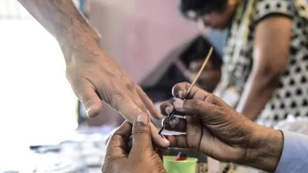 9 மாவட்ட ஊரக உள்ளாட்சித் தேர்தல்... அதிகரித்த ஆர்வம்... 97,831 பேர் வேட்புமனுத் தாக்கல்..!