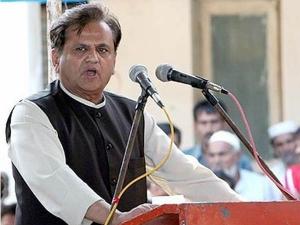 ராஜ்யசபா தேர்தல்: அகமது படேலை ஜெயிக்க வைக்க 'கூவத்தூர்' பாணியை கையிலெடுத்த குஜராத் காங்.