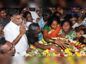 மாவோயிஸ்ட் தாக்குதலால் பலியான தமிழக வீரர் உடலுக்கு அமைச்சர் அஞ்சலி: வீடியோ